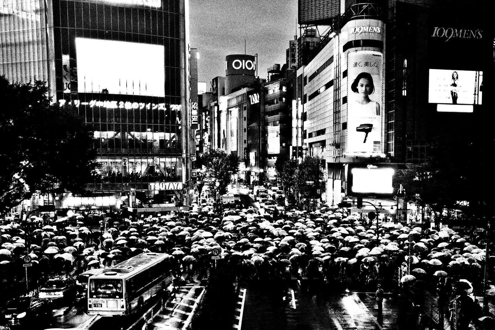 Overview of a rainy Shibuya with lots of umbrellas. Street Photography by Victor Borst