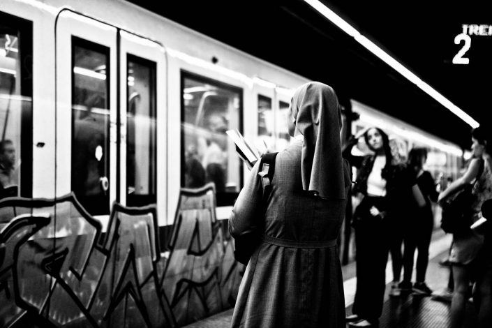 Reading nun at the metro system of Rome city. Street Photography by Victor Borst