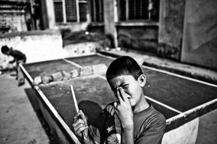 Kids playing Ping Pong in Katmandu, Nepal. Street Photography by Victor Borst