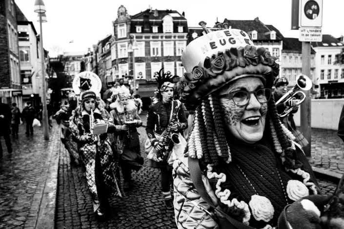 A woman and band celebrating Carnaval in Maastricht. Street Photography by Victor Borst.