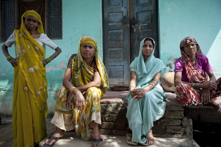 Colorful India, four colorful Indian ladies in colorful cloths